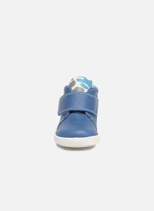 Botines  Melania Celso Azul vista del modelo