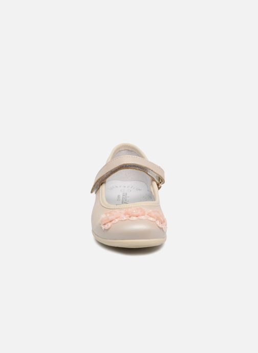 Ballerines Melania Mila Beige vue portées chaussures