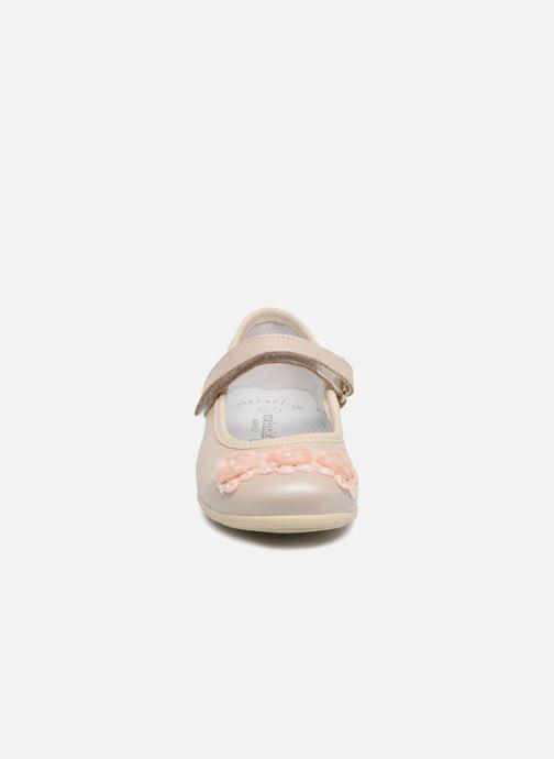 Ballerinaer Melania Mila Beige se skoene på