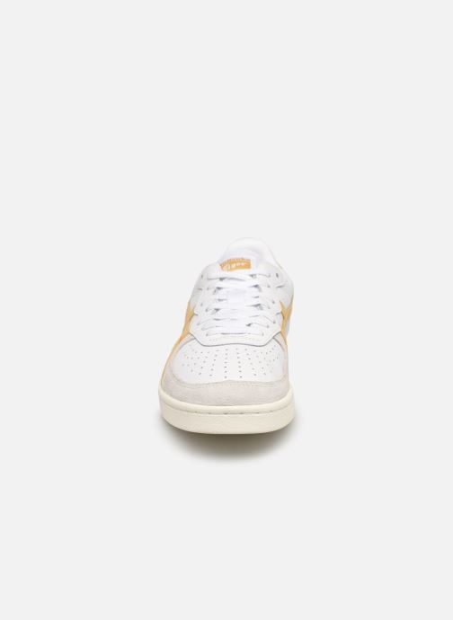 Sneakers Onitsuka Tiger Gsm M Bianco modello indossato
