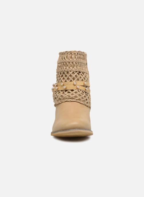 Ankle boots Bullboxer BESSIE Beige model view