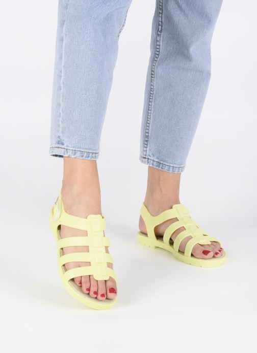 Sandales et nu-pieds SARENZA POP Kibeach - Sandale Jaune vue bas / vue portée sac