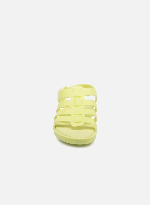 Sandales et nu-pieds SARENZA POP Kibeach - Sandale Jaune vue portées chaussures