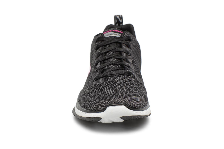 Chaussures de sport Skechers Burst Tr-Close Knit Noir vue portées chaussures