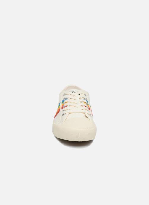 Sneakers Gola COASTER RAINBOW Bianco modello indossato
