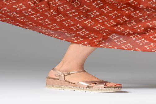 Sandales et nu-pieds Refresh Wuge Marron vue bas / vue portée sac