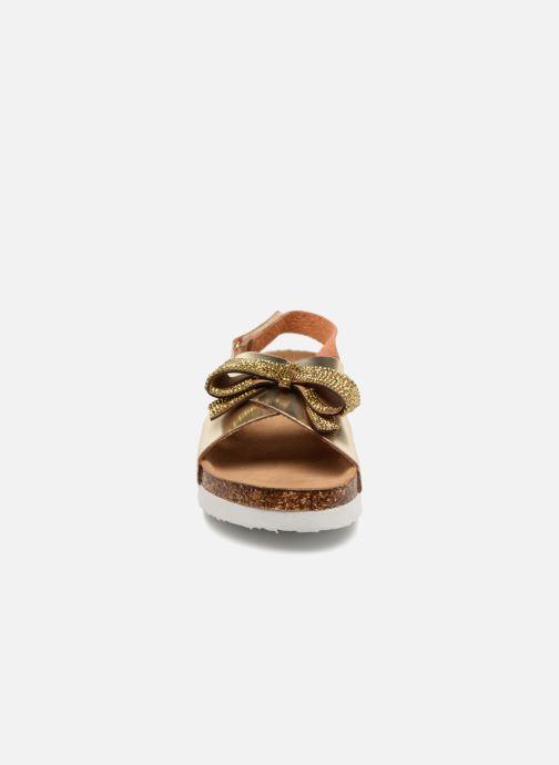 Sandalias Colors of California Bio Fashion Sandals Oro y bronce vista del modelo