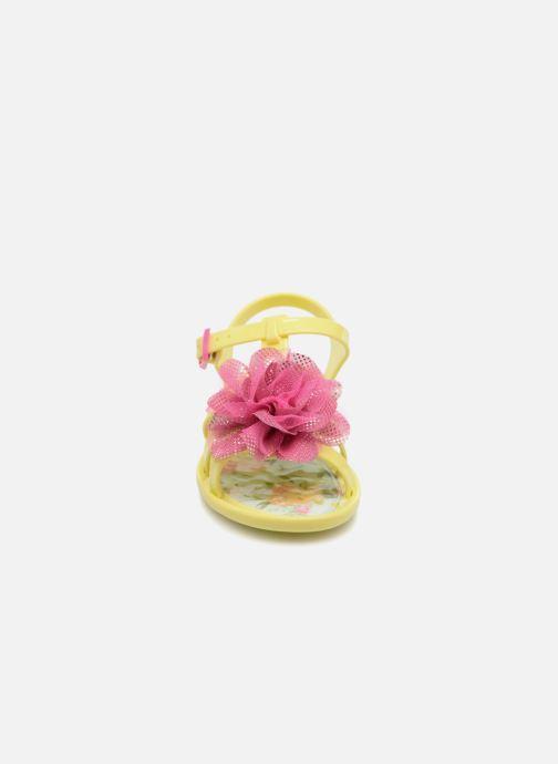 Sandalias Colors of California Fashion Jellies 2 Amarillo vista del modelo