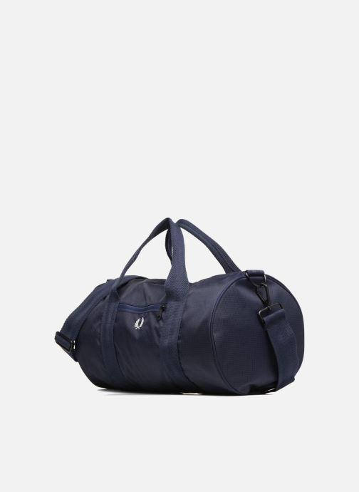 Sacs de sport Fred Perry Checked Twill Barrel bag Bleu vue portées chaussures