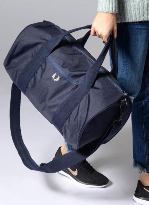 Sacs de sport Fred Perry Checked Twill Barrel bag Bleu vue bas / vue portée sac