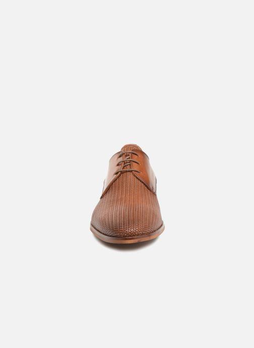 Scarpe con lacci Marvin&Co Titress Marrone modello indossato
