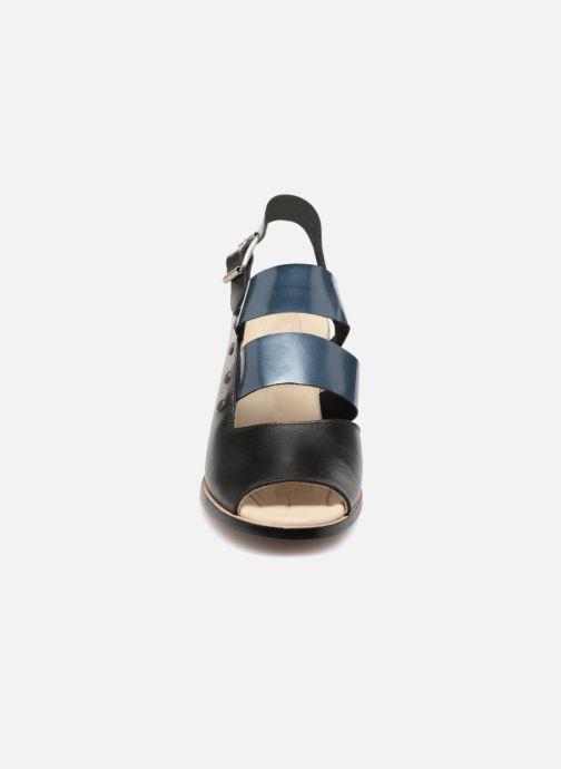 Sandalias Deux Souliers Asymmetrical Sandal #1 Negro vista del modelo