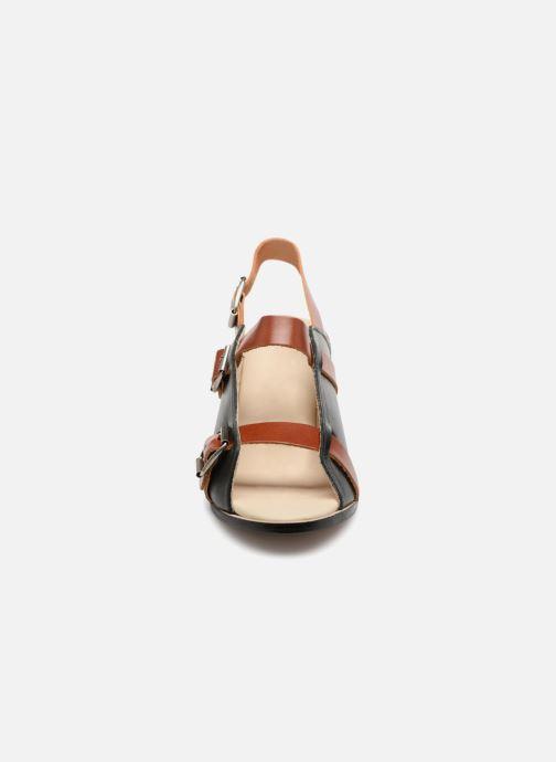 Sandali e scarpe aperte Deux Souliers Buckle Strap Sandal #1 Nero modello indossato