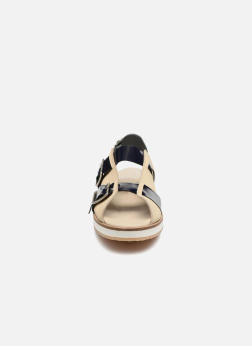 Sandaler Deux Souliers Buckle Strap Sandal #1 Beige se skoene på