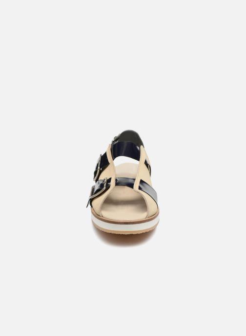 Sandali e scarpe aperte Deux Souliers Buckle Strap Sandal #1 Beige modello indossato