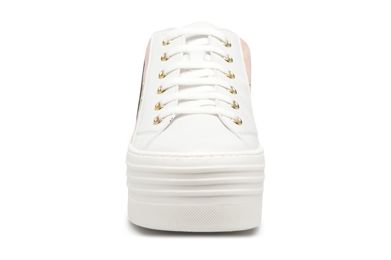Baskets Love Moschino Tennis JA15126G15 Blanc vue portées chaussures