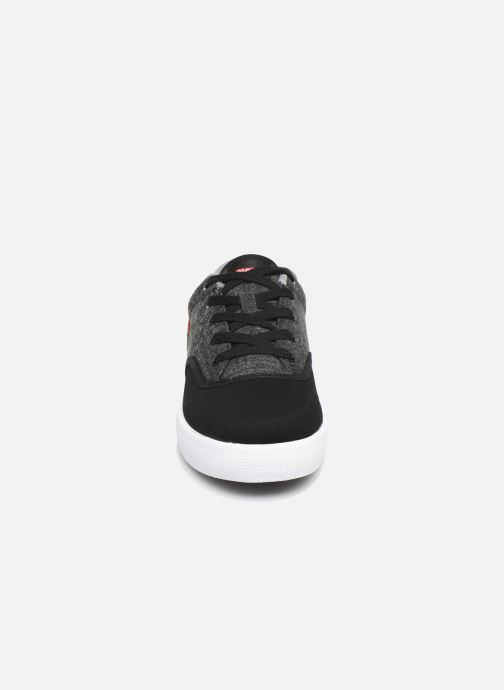 Baskets Globe Tribe Gris vue portées chaussures