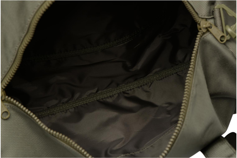 Sporttaschen Fred Perry Tonal Track Barrel Bag grün ansicht von hinten
