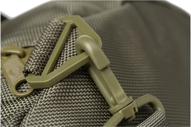 Sporttaschen Fred Perry Tonal Track Barrel Bag grün ansicht von links