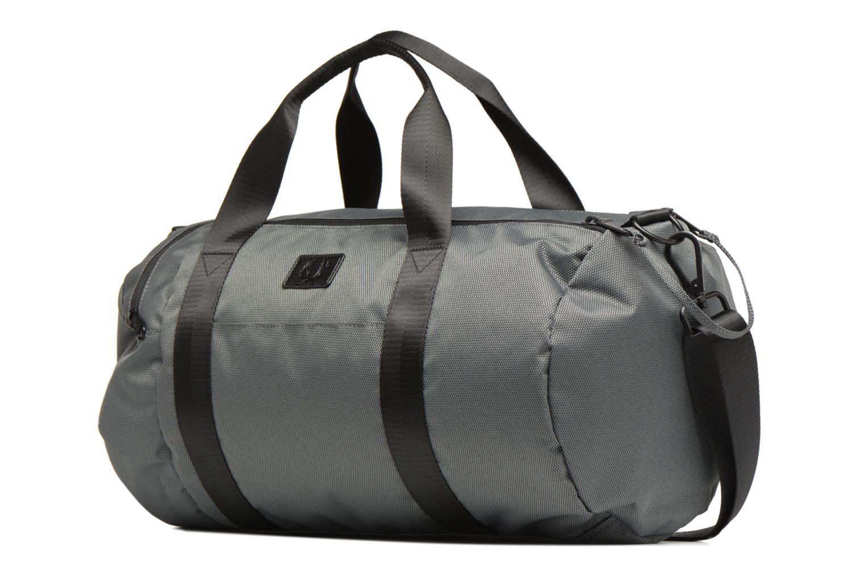 Sporttaschen Fred Perry Textured Weave Barrel Bag grau schuhe getragen