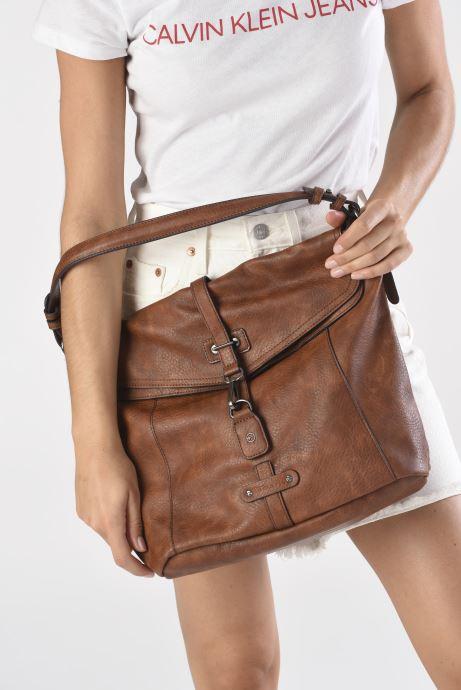 Handtaschen Tamaris Bernadette Hobo Bag braun ansicht von unten / tasche getragen