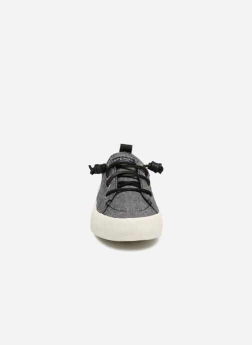 Sneakers Sperry Crest Vibe Crepe Chambray Grigio modello indossato