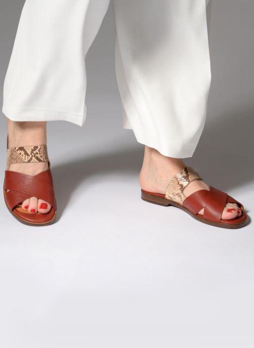 Clogs & Pantoletten Chie Mihara Wanda rot ansicht von unten / tasche getragen