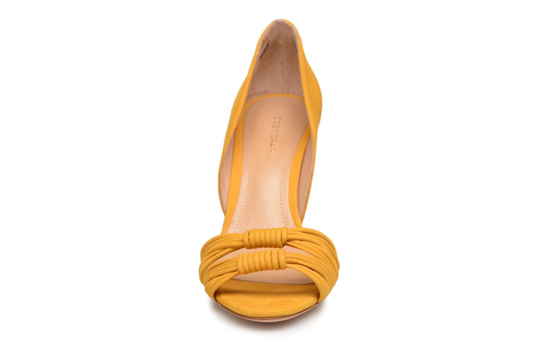Sandales et nu-pieds COSMOPARIS ALILI Jaune vue portées chaussures