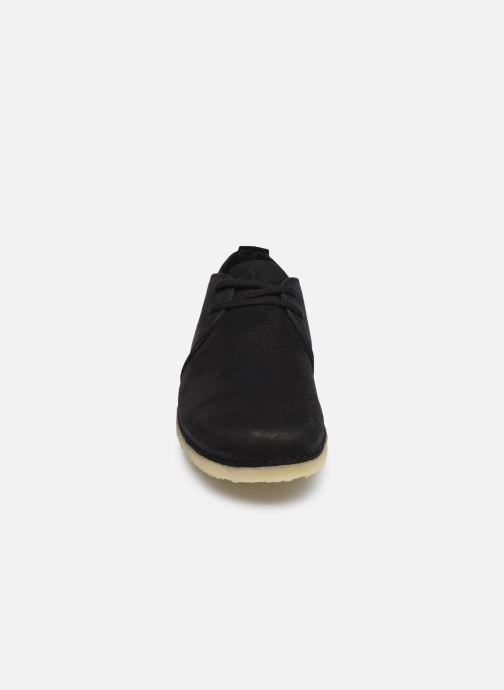 Scarpe con lacci Clarks Originals Ashton W Nero modello indossato
