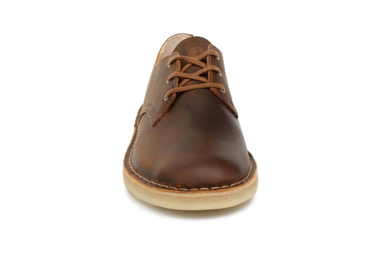 Chaussures à lacets Clarks Originals Desert Crosby Noir vue portées chaussures