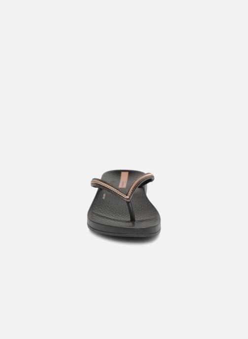 Chanclas Ipanema Anat Metallic Negro vista del modelo