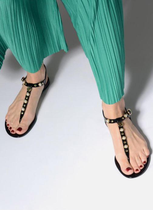 Sandales et nu-pieds Guess JANAYE Noir vue bas / vue portée sac