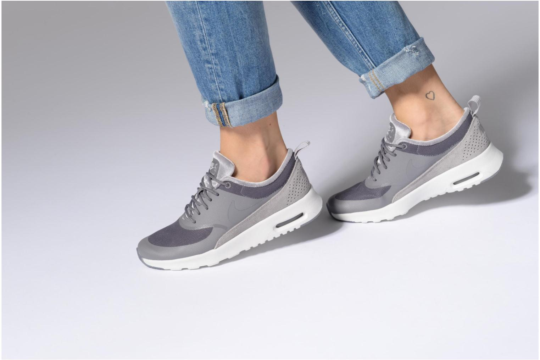 Sneaker Nike Wmns Nike Air Max Thea Lx grau ansicht von unten / tasche getragen