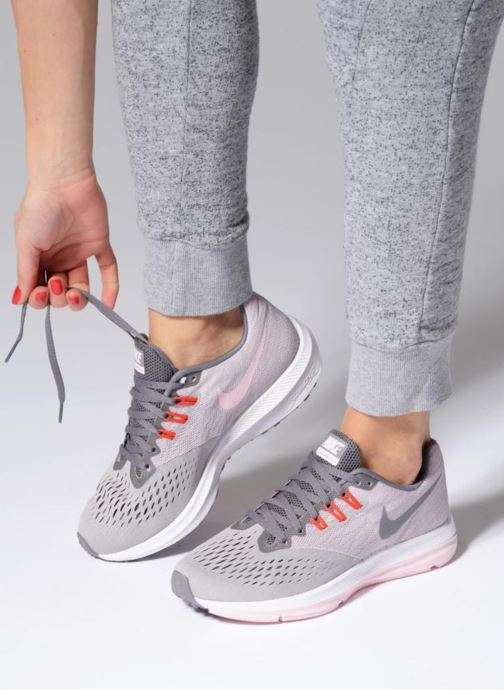 c159e604ea03 Sport shoes Nike Wmns Nike Zoom Winflo 4 Grey view from underneath   model  view
