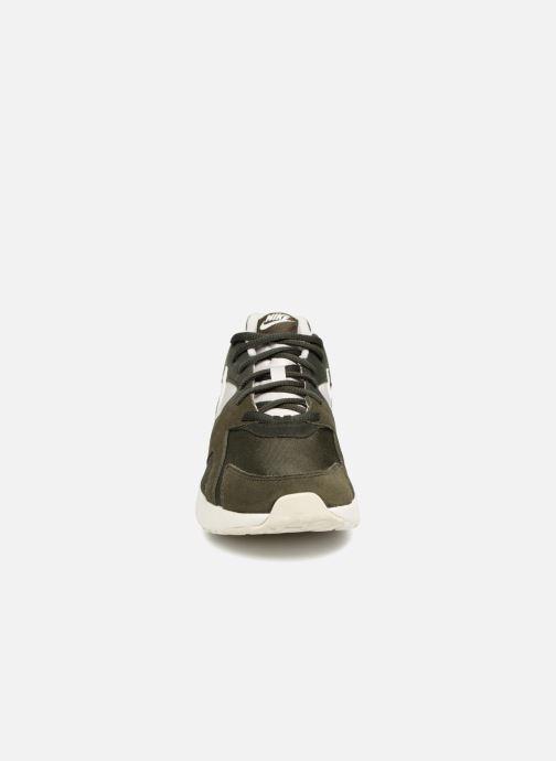 Sneakers Nike Nike Pantheos Grigio modello indossato