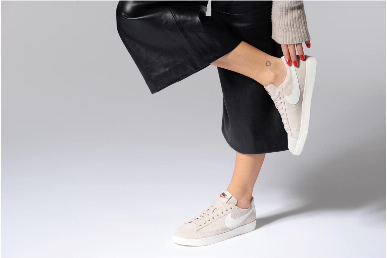 Baskets Nike W Blazer Low Sd Beige vue bas / vue portée sac