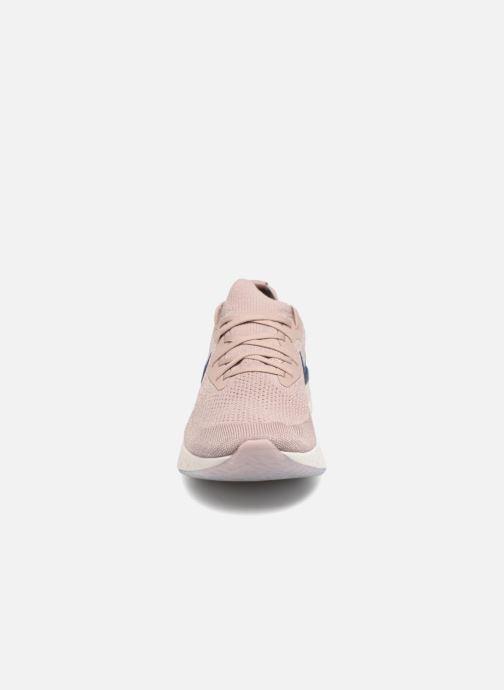 Chaussures de sport Nike Nike Epic React Flyknit Beige vue portées chaussures