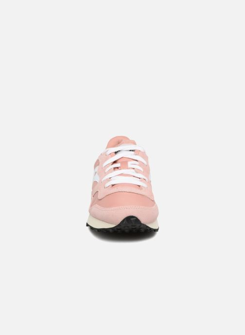 Sneakers Saucony Dxn trainer  Vintage Rosa modello indossato