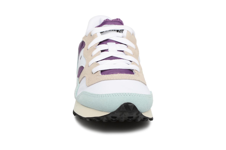 Baskets Saucony Dxn trainer  Vintage Bleu vue portées chaussures