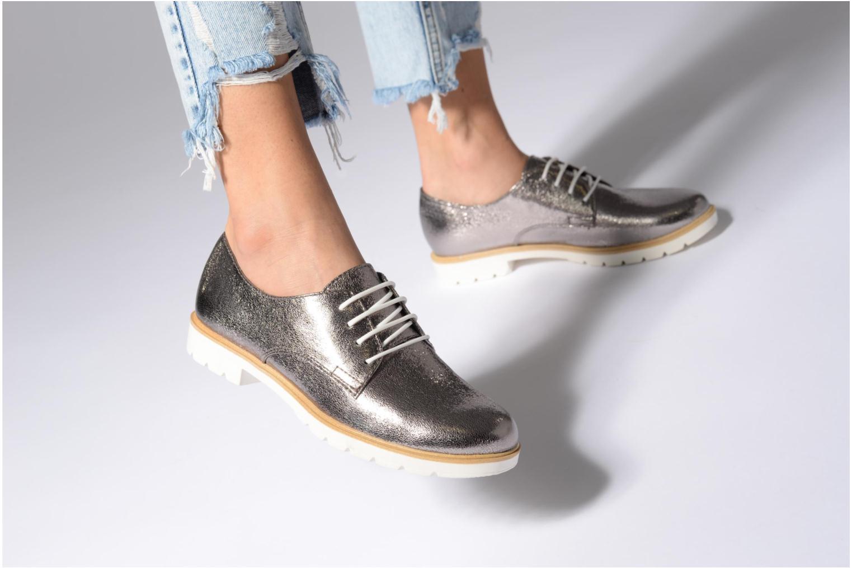 Chaussures à lacets Tamaris Combava Argent vue bas / vue portée sac