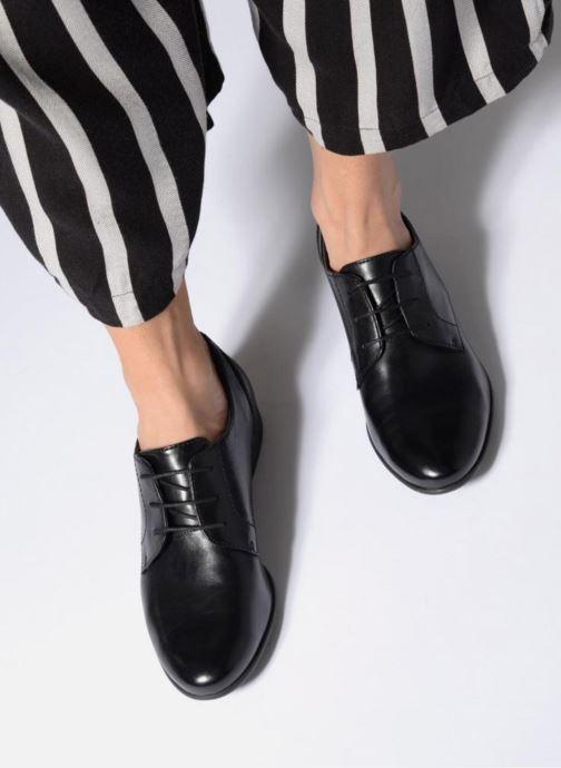 Schnürschuhe Tamaris Coriandre schwarz ansicht von unten / tasche getragen