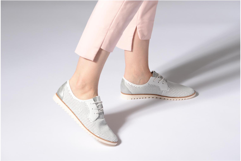 Chaussures à lacets Tamaris Laurier Blanc vue bas / vue portée sac