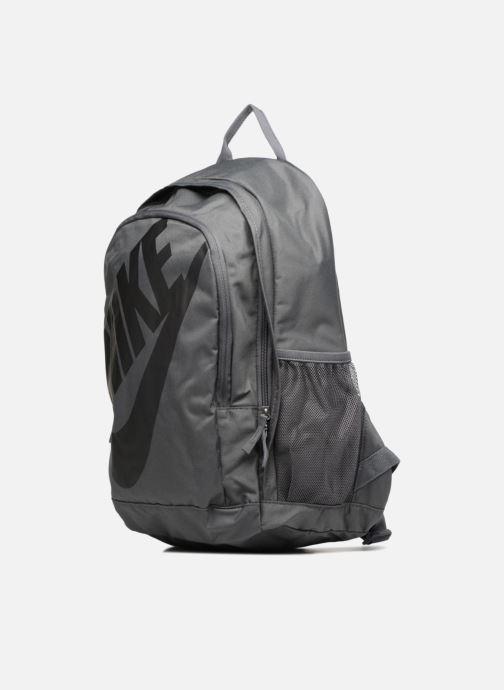 Mochilas Nike Nike Sportswear Hayward Futura Backpack Gris vista del modelo