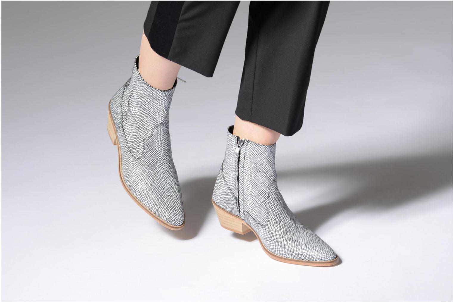 Ankle boots Valentine Gauthier Keith Black view from underneath / model view