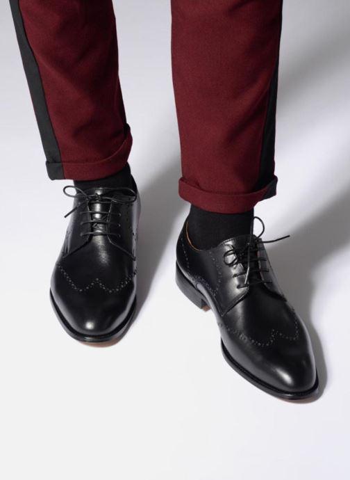 Schnürschuhe Marvin&Co Newnaust schwarz ansicht von unten / tasche getragen