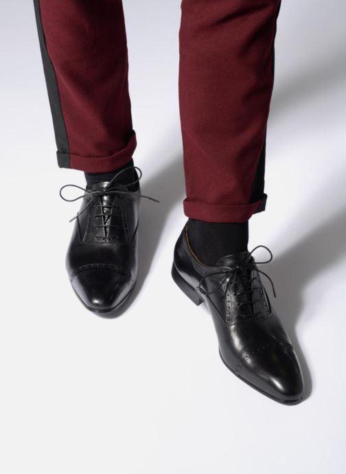 Schnürschuhe Marvin&Co Narlow schwarz ansicht von unten / tasche getragen