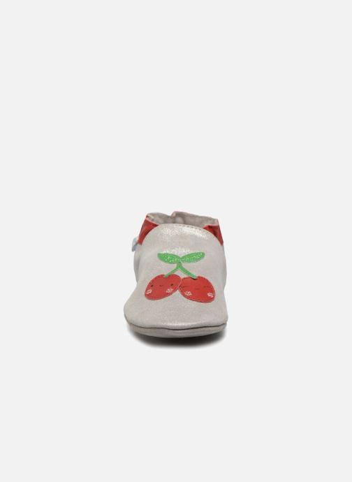 Pantuflas Robeez Happy Fruit Plateado vista del modelo