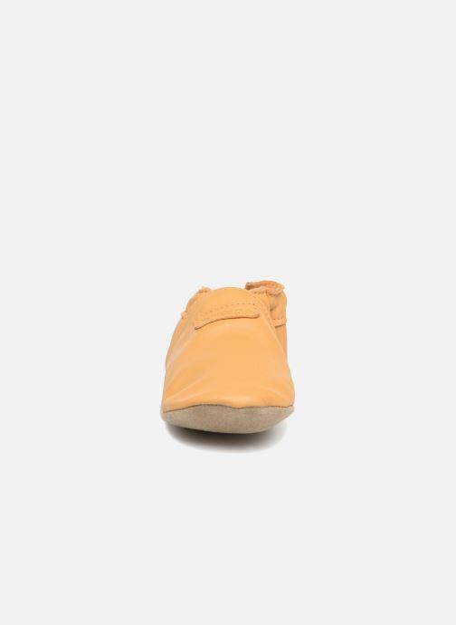 Tofflor Robeez My First Brun bild av skorna på