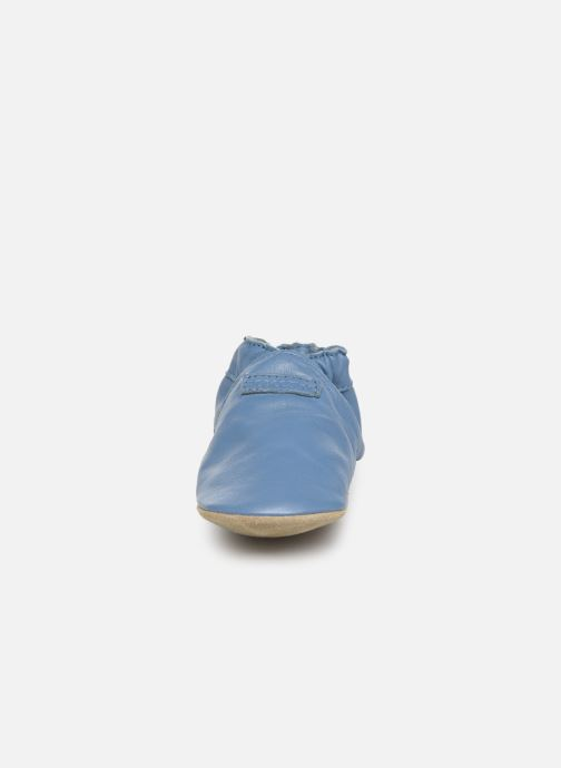 Pantuflas Robeez My First Azul vista del modelo