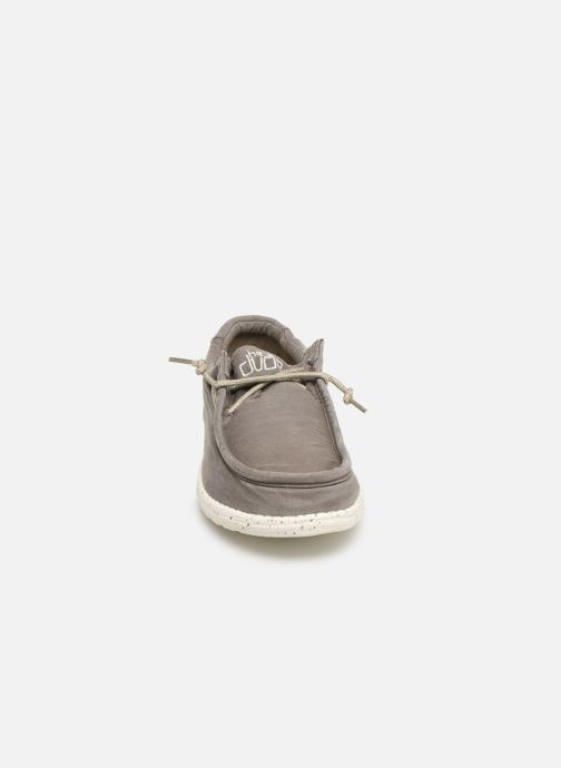 Baskets DUDE Wally Washed Gris vue portées chaussures